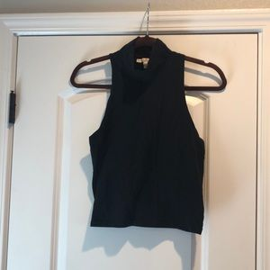 Turtle neck sleeveless short top